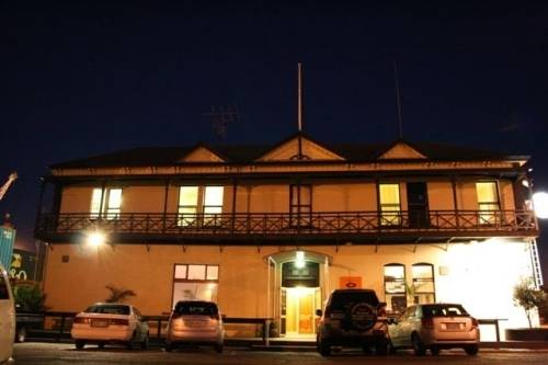 CustomHouse Hotel And Backpackers Hostel