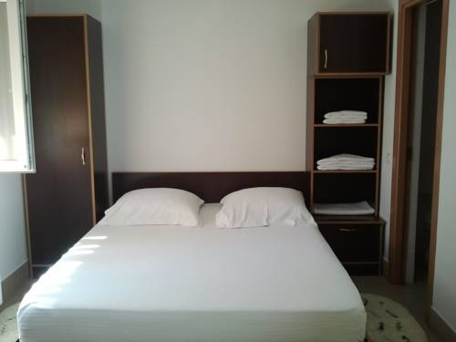 JR Motel Hotel  Motels  Otopeni