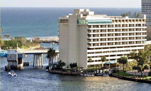 Waterstone Resort and Marina, a DoubleTree by Hilton
